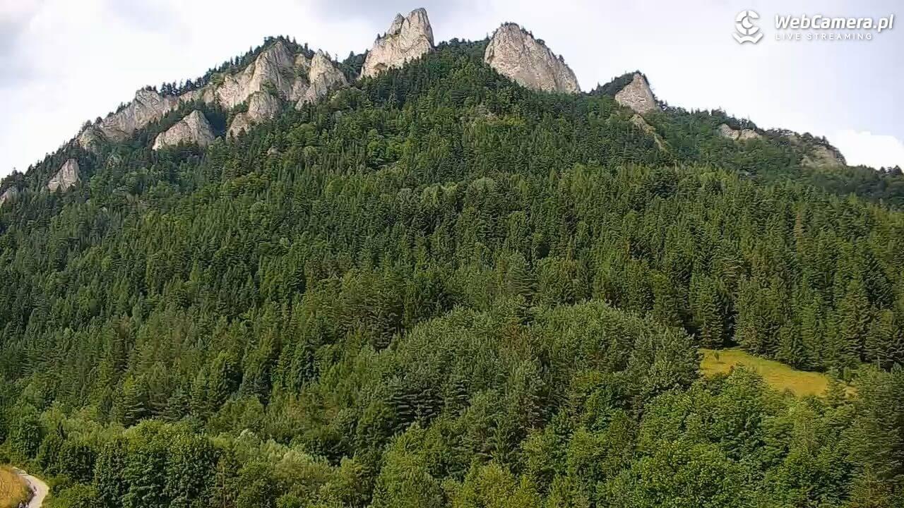 Ujęcie zkamery na zielone góry iszczyt Trzy Korony