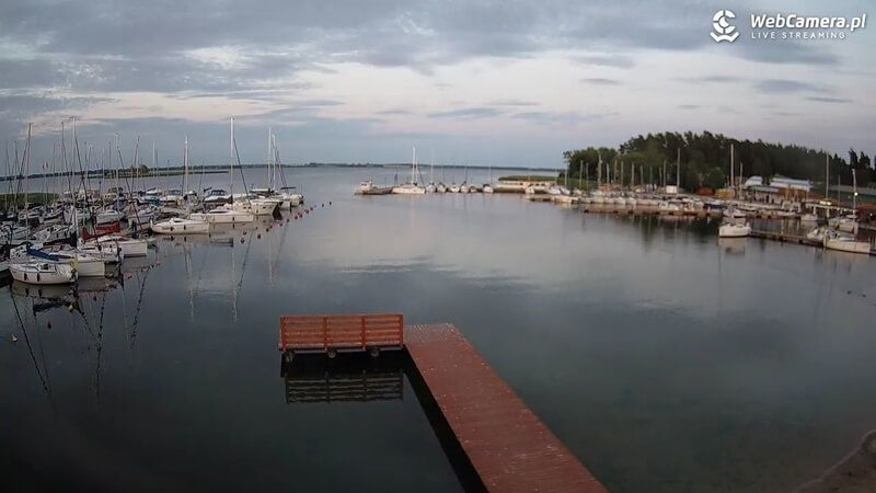 Widok na marinę nieopodal Giżycka, jezioro Niegocin na Mazurach
