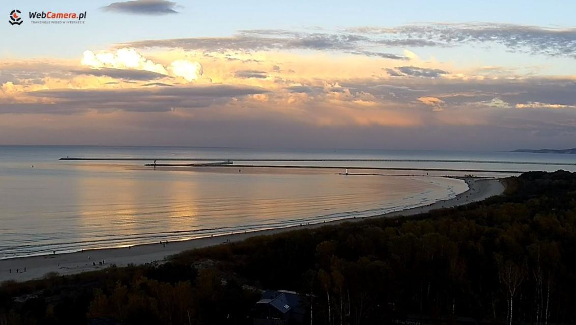 Ujęcie na Port o zachodzie słońca