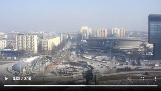 Zdjęcie z nowości Zobacz TimeLapse z zeszłego roku 2019 z kolejki do Spodka w Katowicach. Z powodu koronawirusa międzynarodowa impreza miłośników gier komputerowych w tym roku odbędzie się bez publiczności.