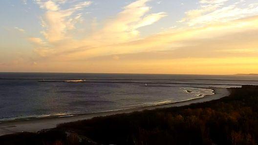 Przecudny widok na morze o wschodzie słońca - prawda?