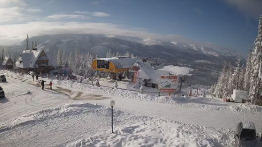 Zimowe ujęcie na ośrodek narciarski w Małym Cichem - film