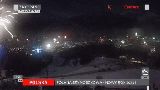 Pokaz sztucznych ogni i fajerwerków nad Zakopanem w Nowy Rok 2021.