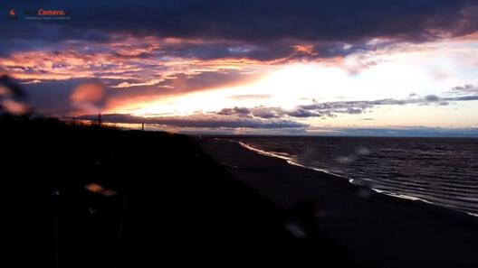 Zdjęcie z nowości Ostrzeżenia przed silnym wiatrem na pomorzu. Zobacz ujęcia z Dziwnowa, Kołobrzegu i Rewala.