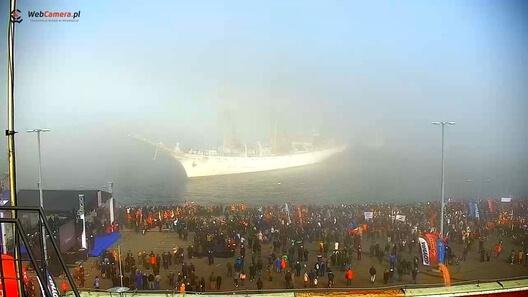 Zdjęcie z nowości Przegapiłeś czwartkowe przywitanie Daru Młodzieży w porcie w Gdyni? Zobacz co się działo.